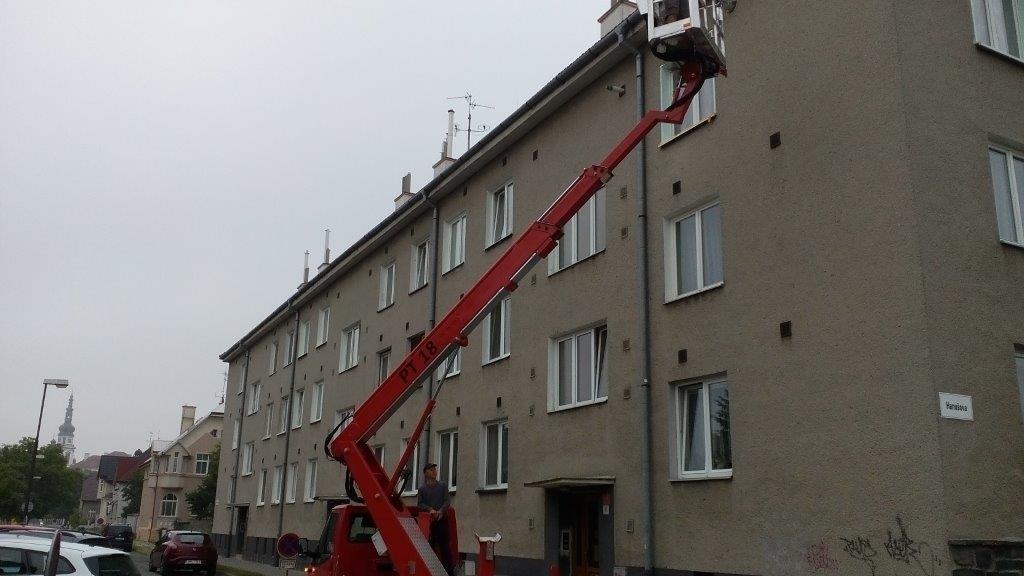 Čištění žlabů BD Demlova Olomouc