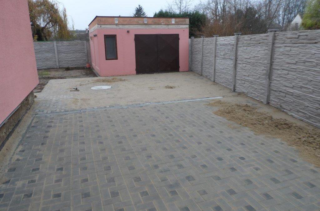 Rekonstrukce vjezdu a nový betonový plot – Olomouc, Nemilany